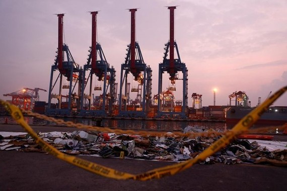 Recovered aircraft debris from the crashed Lion Air flight JT610 laid out at the Tanjung Priok port in Jakarta, Indonesia on November 1, 2018 (Photo: Reuters)