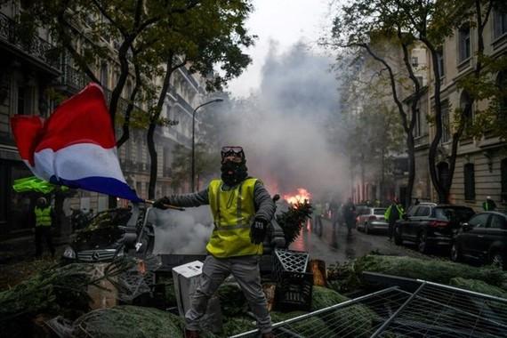 Macron surveys damage after Paris riots, calls for talks