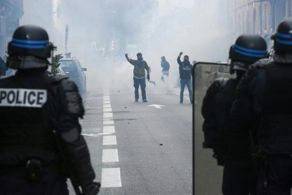 Paris shops, monuments to close as fears of protest violence mount