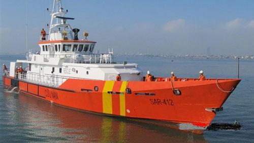 Cứu 17 thuyền viên gặp nạn