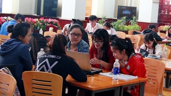 Phòng đọc do Tập đoàn Hoa Sen tài trợ Trường Đại học Kinh tế Luật TPHCM. Ảnh: MẠNH QUANG