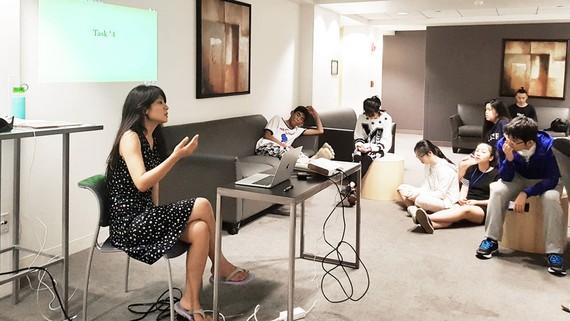 Trại sinh FutureHack trong một giờ huấn luyện cùng cô Ning Shirakawa trong chuyến đi do iStudent (Thành viên Tập đoàn Nguyễn Hoàng) tổ chức tháng 8-2017