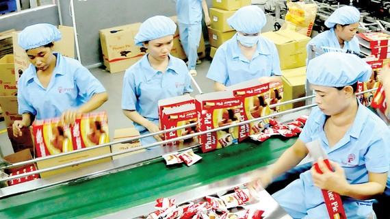 Bánh, kẹo - một mặt hàng được doanh nghiệp trong nước xuất khẩu mạnh sang Cuba. Ảnh: CAO THĂNG