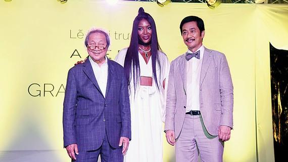 Ông Bùi Thành Nhơn, Chủ tịch HĐQT Tập đoàn Novaland; siêu mẫu thế giới Naomi Campbell và ông Adrian Zecha (từ phải sang trái)