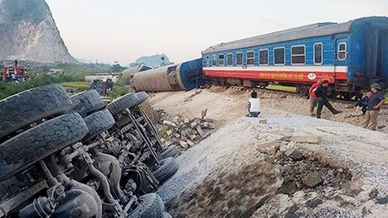 Hiện trường vụ tai nạn đường sắt nghiêm trọng tại Thanh Hóa