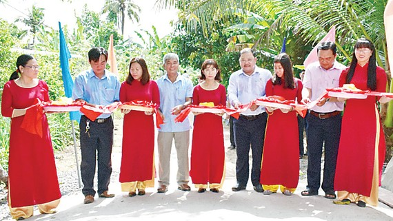 Cắt băng khánh thành cầu Cây Gáo ấp Hòa Hưng, xã Hòa Tân