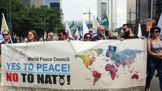 Biểu tình phản đối NATO tại Brussels. Ảnh: TTXVN