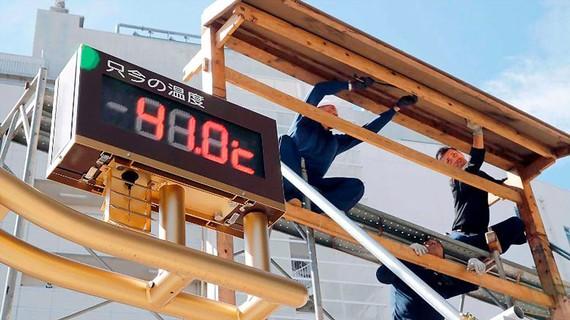 Bảng đo nhiệt độ ghi nhận ở thành phố Kumagaya, phía Bắc Tokyo là 41°C