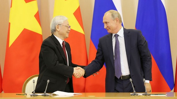 Tổng Bí thư Nguyễn Phú Trọng và Tổng thống Liên bang Nga Vladimir Putin sau lễ ký các văn kiện hợp tác giữa hai nước