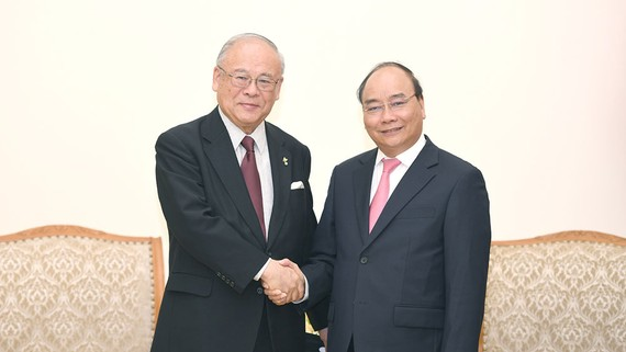 Thủ tướng Nguyễn Xuân Phúc tiếp Cố vấn đặc biệt Liên minh Nghị sĩ Hữu nghị Nhật - Việt Tsutomu Takebe. Ảnh: VGP
