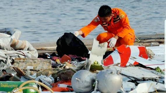Những mảnh vỡ và hành lý tìm được