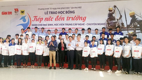 166 bạn học sinh của 13 tỉnh thuộc ĐBSCL được trao học bổng năm nay