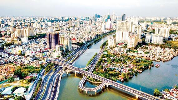 Tốc độ tăng trưởng kinh tế Việt Nam ổn định (trong ảnh: một góc đô thị TPHCM). Ảnh: HOÀNG HÙNG