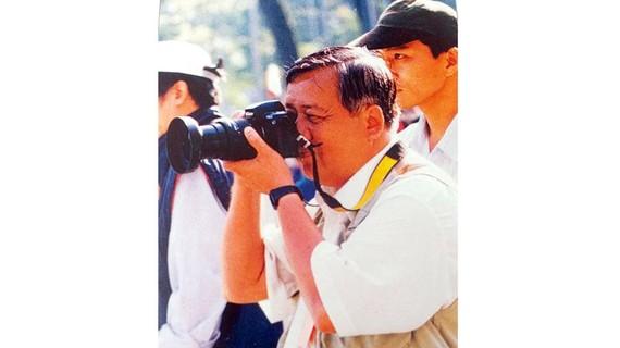 Phóng viên ảnh Thái Bằng tác nghiệp năm 1999