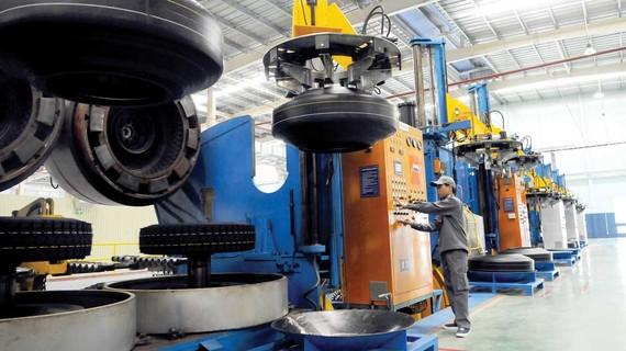 Công nghiệp hỗ trợ sản xuất ô tô mới sản xuất được vỏ ruột, dây thắng, bộ tản nhiệt... Ảnh: THÀNH TRÍ