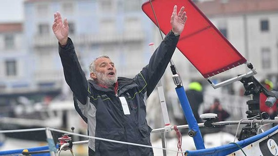Jean-Luc Van Den Heede sau khi về đích ngày 29-1-2019 tại Les Sables d'Olonne, Pháp. Ảnh: GGR