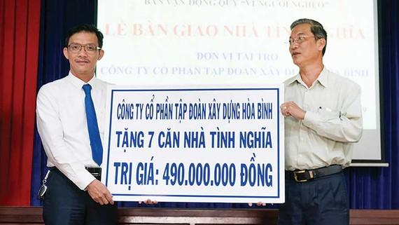 Công ty CP Tập đoàn Xây dựng Hòa Bình trao tặng 7 căn nhà tình nghĩa tại Tiền Giang
