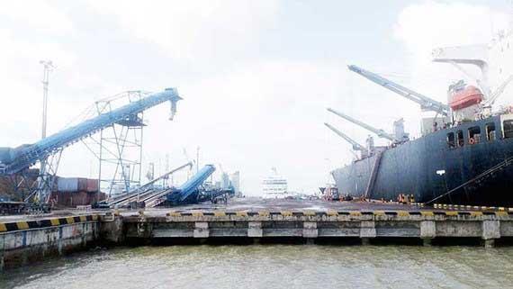 Bao giờ lấy lại cảng Quy Nhơn?