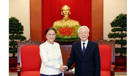 Tổng Bí thư, Chủ tịch nước Nguyễn Phú Trọng tiếp Chủ tịch Quốc hội Lào Pany Yathotou. Ảnh: TTXVN