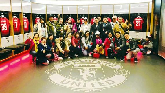 Đoàn khách của TST tourist tại TP Manchester (Vương quốc Anh)