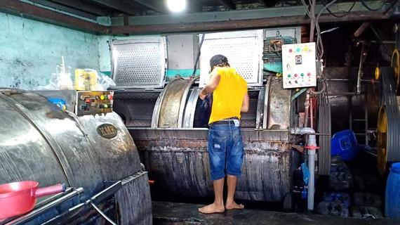 Một cơ sở gây ô nhiễm môi trường ở huyện Bình Chánh tự ý tháo gỡ niêm phong để hoạt động trở lại