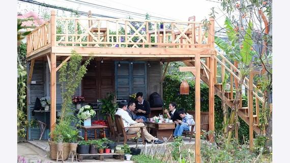 Du khách trải nghiệm cuộc sống cùng chủ nhà tại homestay trên đường An Bình, TP Đà Lạt