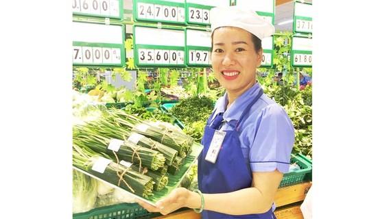 Sản phẩm bán tại Saigon Co.op được gói bằng lá chuối thay cho túi ni lông