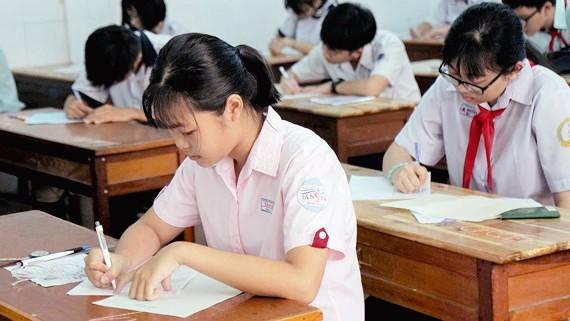 Sự cố đề khiến 6.400 học sinh thi lại môn Ngữ văn: Thí sinh lo lắng