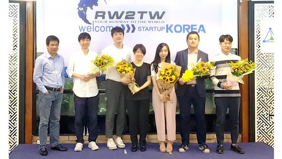 Đại diện của 5 nhóm startup đến từ Hàn Quốc tham dự Runway To The World mùa 2 năm 2019