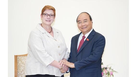 Thủ tướng Nguyễn Xuân Phúc tiếp Bộ trưởng Ngoại giao Australia, bà Marise Payne. Ảnh: VGP/Quang Hiếu