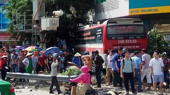 Chiếc xe gây tai nạn dưới chân cầu Bãi Cháy làm 5 người thương vong