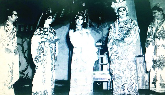 Trình diễn cải lương trước năm 1975 ở Sài Gòn. Ảnh: TƯ LIỆU