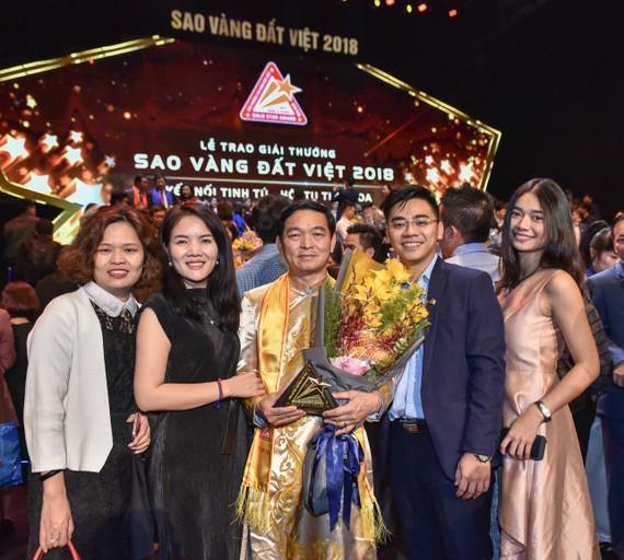 Ông Lê Viết Hải, Chủ tịch HĐQT – Tổng Giám đốc Công ty CP Tập đoàn Xây dựng Hòa Bình nhận giải thưởng Sao Vàng Đất Việt 2018
