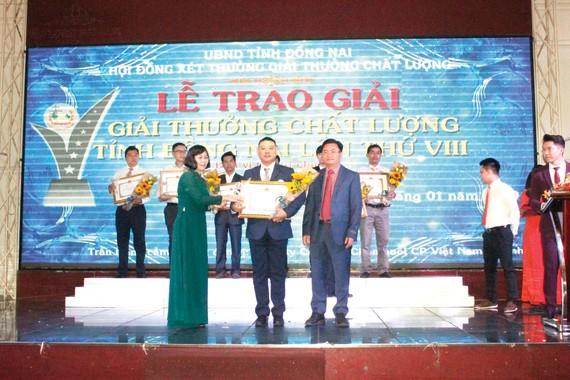 """Ông Tsai Ping Hsuan - Đại diện Công ty Vedan nhận """"Giải vàng Chất lượng Đồng Nai 2018"""""""
