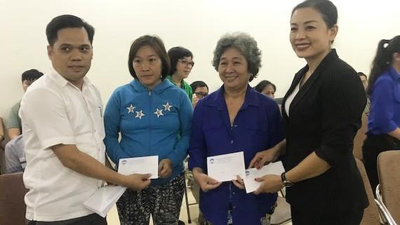 VWS trao qua tết cho người nghèo