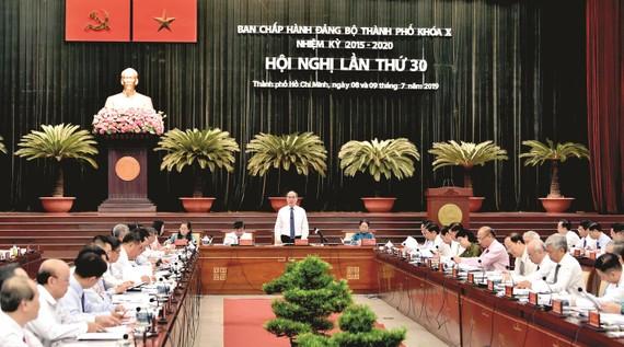 Bí thư Thành ủy TPHCM Nguyễn Thiện Nhân phát biểu tại Hội nghị Thành ủy TPHCM lần thứ 30. Ảnh: VIỆT DŨNG