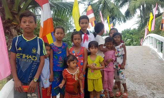 Nâng bước học trò xóm nghèo đến trường