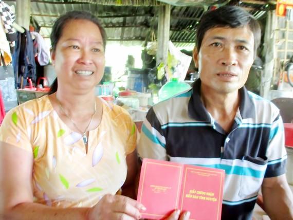 Vợ chồng hiến máu cứu người