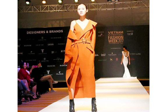 Các mẫu thiết kế sẽ trình diễn trong Tuần lễ Thời trang quốc tế Việt Nam Thu Đông 2017