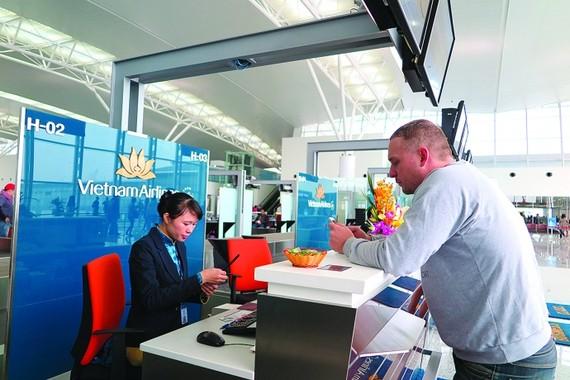 Nên mua vé máy bay tại  các phòng vé chính thức