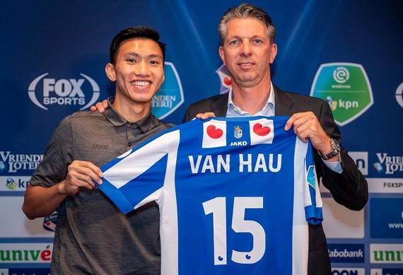 Văn Hậu ra mắt CLB Heerenveen (Hà Lan)