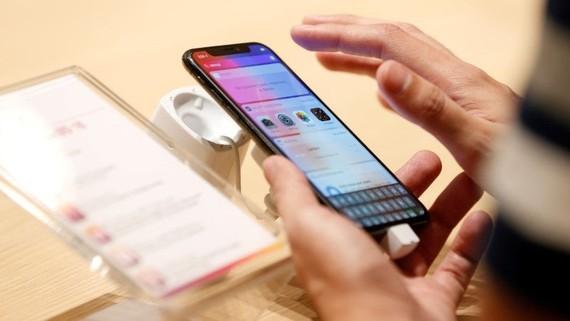 Apple tăng cường tính năng cho các khách hàng. Ảnh: Reuters