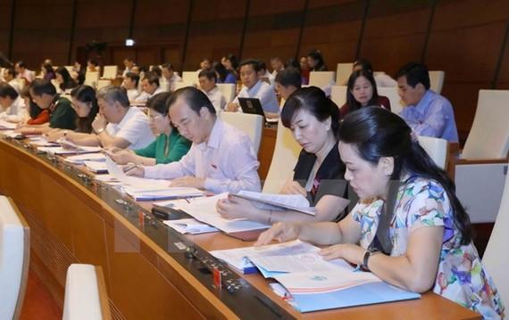 Đại biểu Quốc hội tỉnh Bắc Giang tại phiên họp.