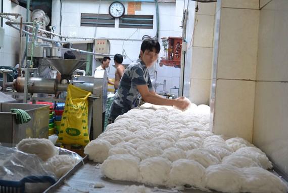 Có đến 3 bộ cùng quản việc sản xuất bún, nhưng vẫn còn tình trạng mất an toàn thực phẩm.