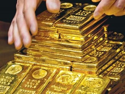 Các nhà đầu tư mua vàng đẩy giá tăng