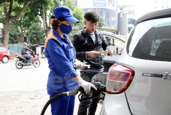 Dùng thuế bảo vệ môi trường để điều tiết giá xăng là không phù hợp