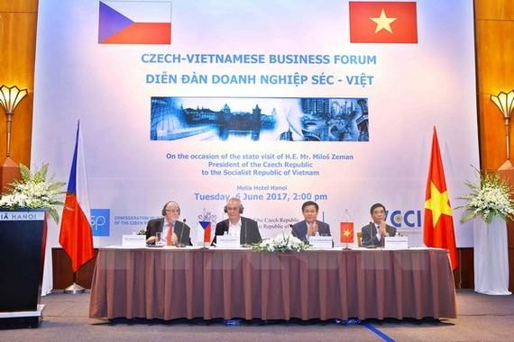 Quang cảnh Diễn đàn Doanh nghiệp Việt Nam-Cộng hòa Séc tại Hà Nội.