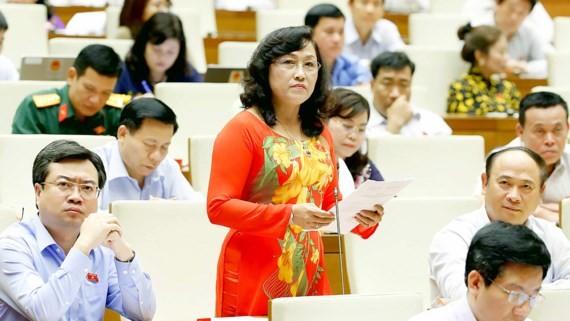 ĐB Nguyễn Thị Kim Bé phát biểu ý kiến