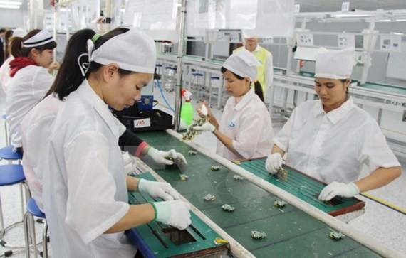 Sản xuất phụ kiện điện thoại di động tại một doanh nghiệp 100% vốn Hàn Quốc tại Thái Nguyên.