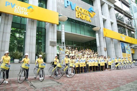 PVcomBank tổ chức xuống đường tư vấn khách hàng